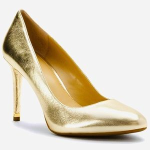 MICHAEL KORS NIB Pale Gold Leather Pumps